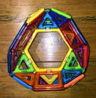 A hebesphenerotunda-tunnelled icosidodecahedron